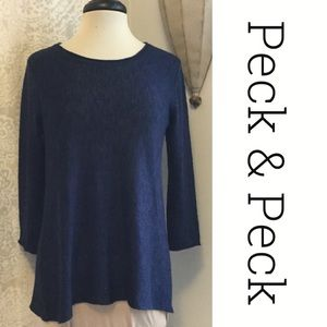 🌈 2 for $20 Like New Lightweight Dk Blue Sweater
